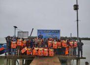 Kunker ke Posal Tanjung Medang, Danlanal Dumai Berikan Bantuan Life Jacket Kepada Nelayan